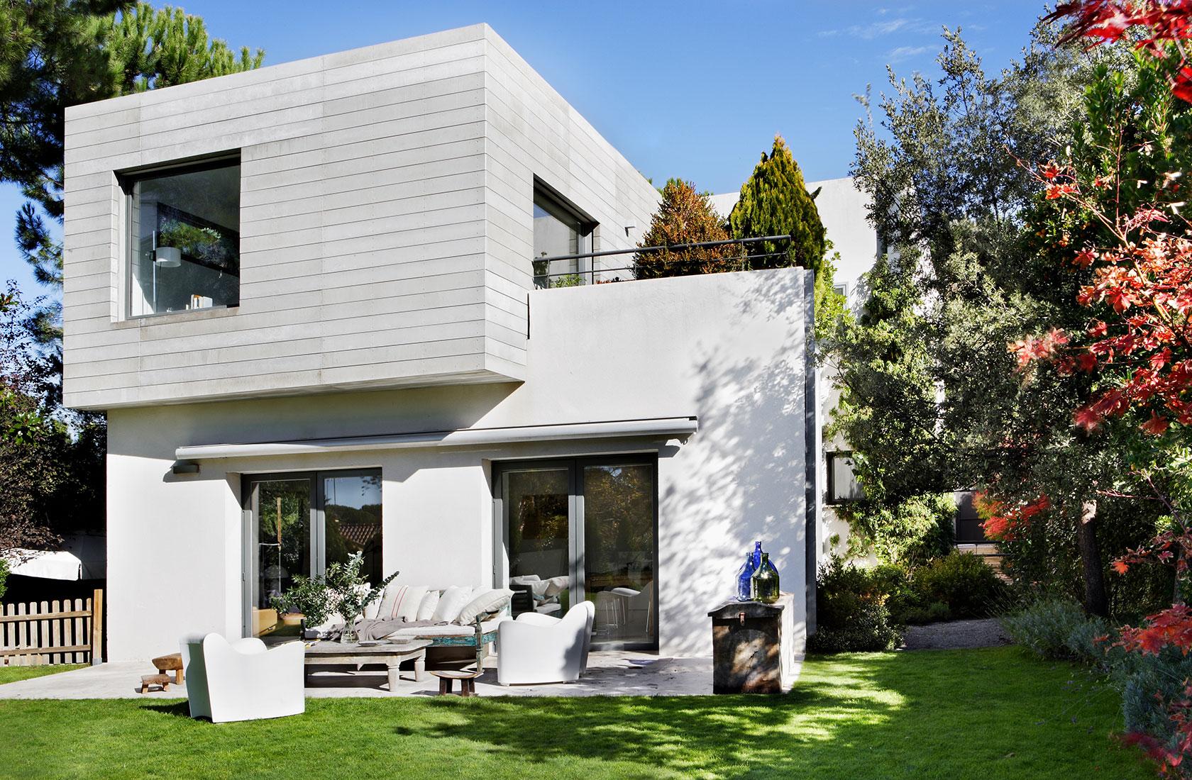 Fachada acceso jardin proyecto casa oviedo