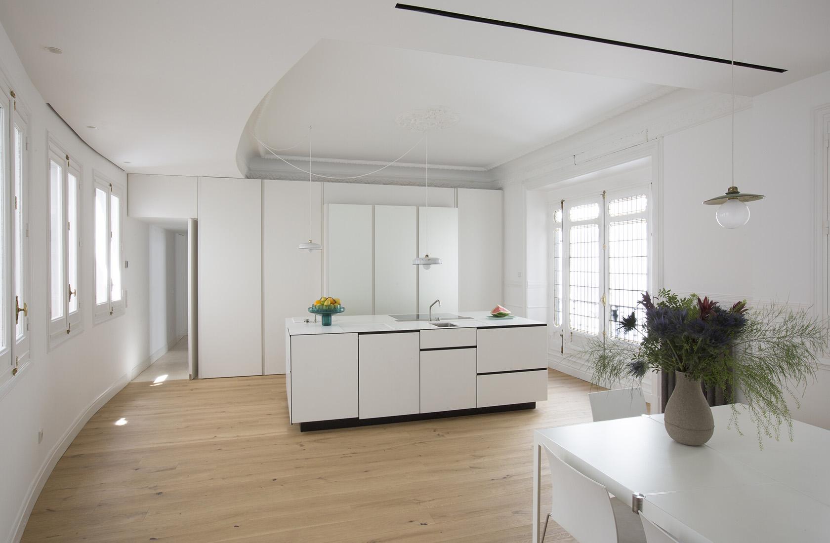 Cocina con ventanal rehabilitado, reforma integral Sagasta