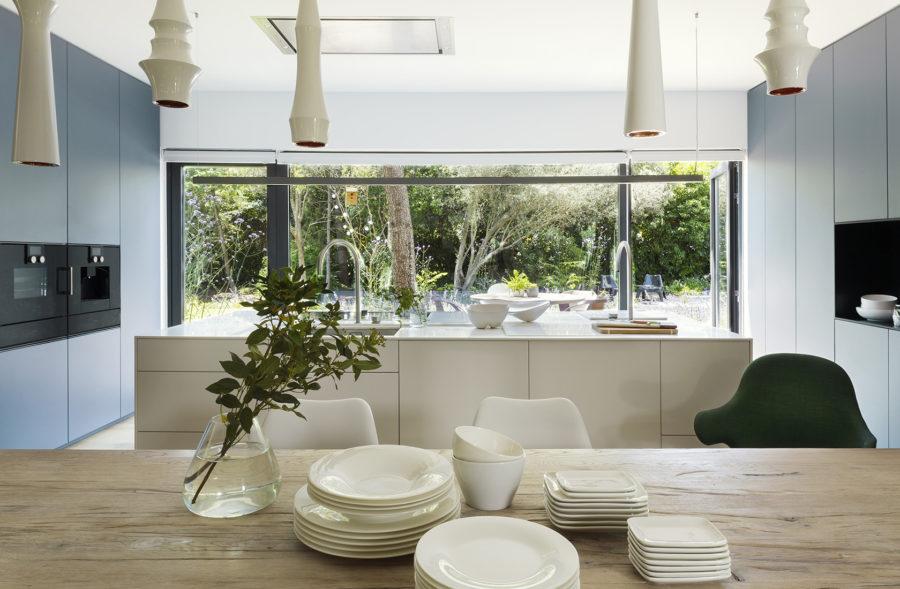 Cocina con vistas al jardín de Casa CH