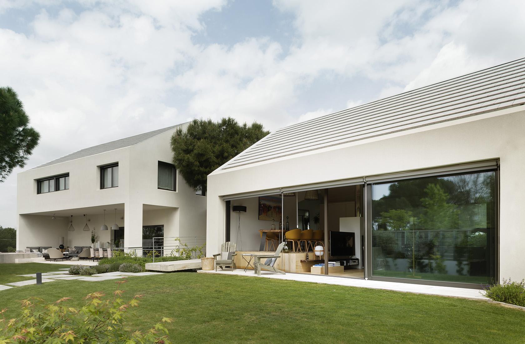 Fachada delantera Casa XY, Arquitectura en madera