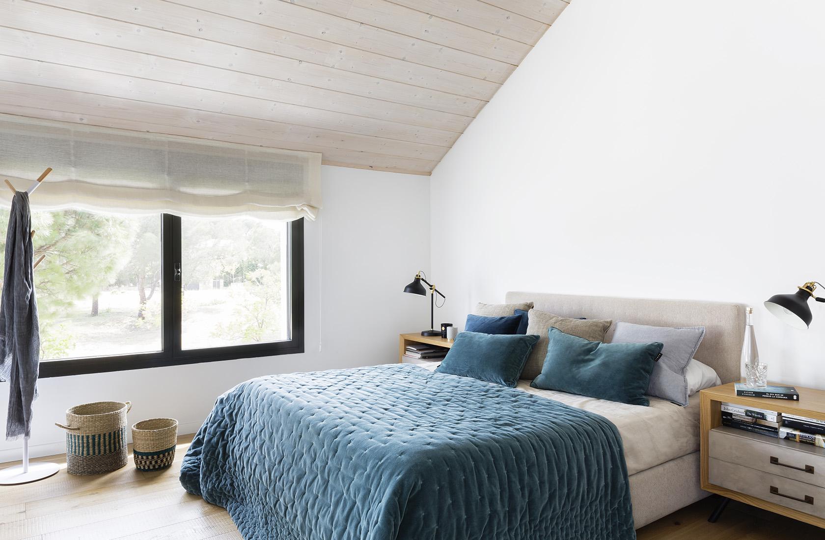Detalle de la habitación principal de la Casa XY, Arquitectura en madera