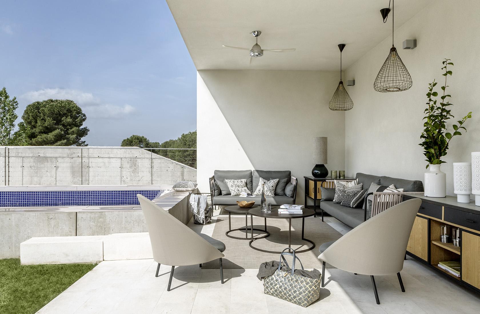 Porche con piscina de Casa XY Arquitectura en madera