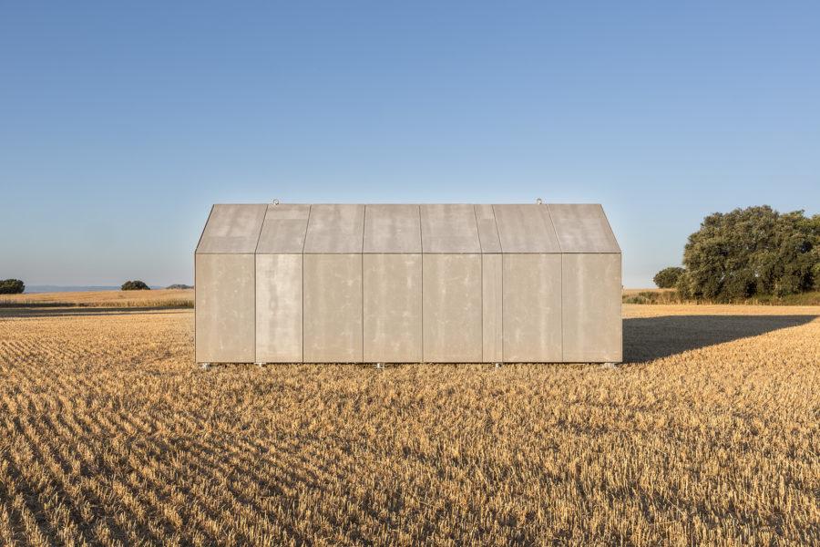 Casa transportable construida en madera ÁPH cerrada vista desde el exterior
