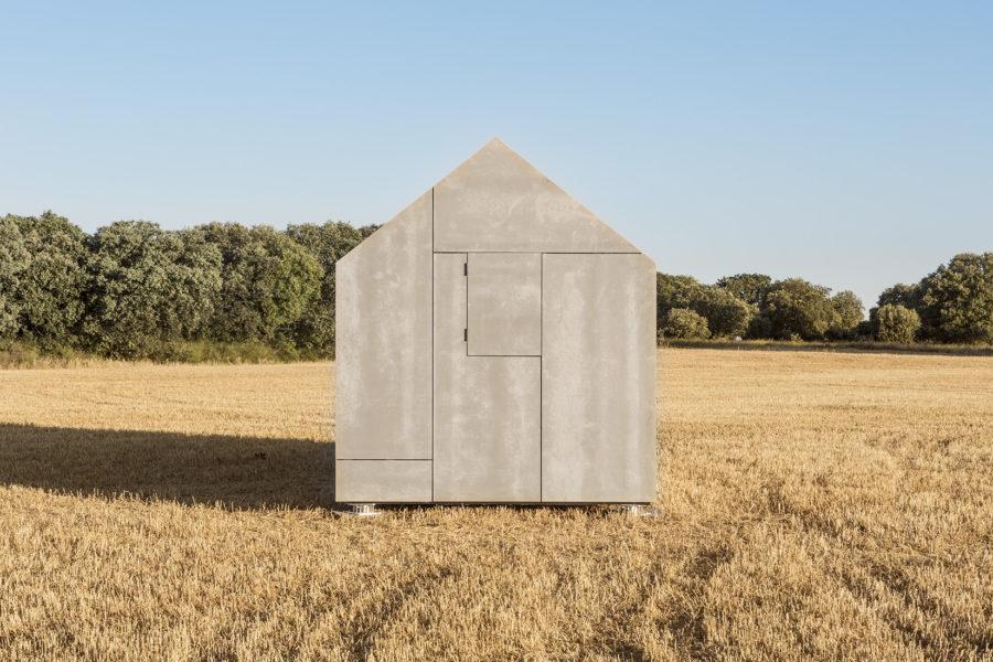 Detalle de la estructura lateral exterior de la vivienda transportable ÁPH cerrada
