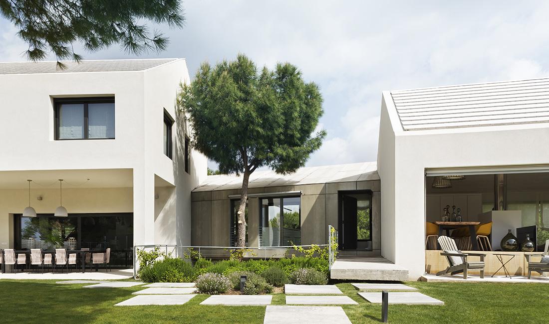 miniatura - vista general del exterior de la Casa XY un proyecto de arquitectura en madera