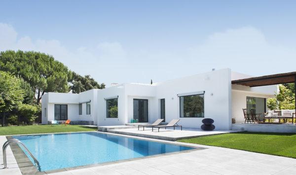 miniatura - Vista general del exterior de la vivienda reformada integralmente en La Moraleja