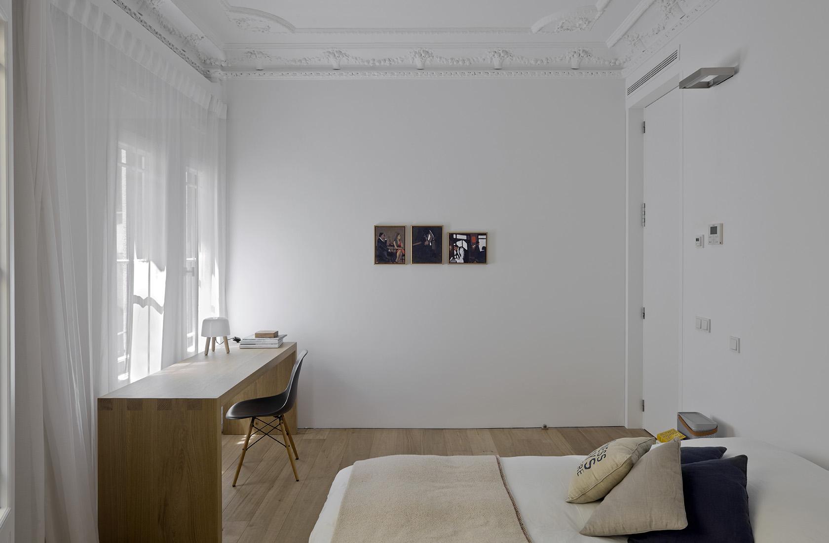 habitación con detalles decorativos restaurados por ábaton de la reforma integral en alcalá