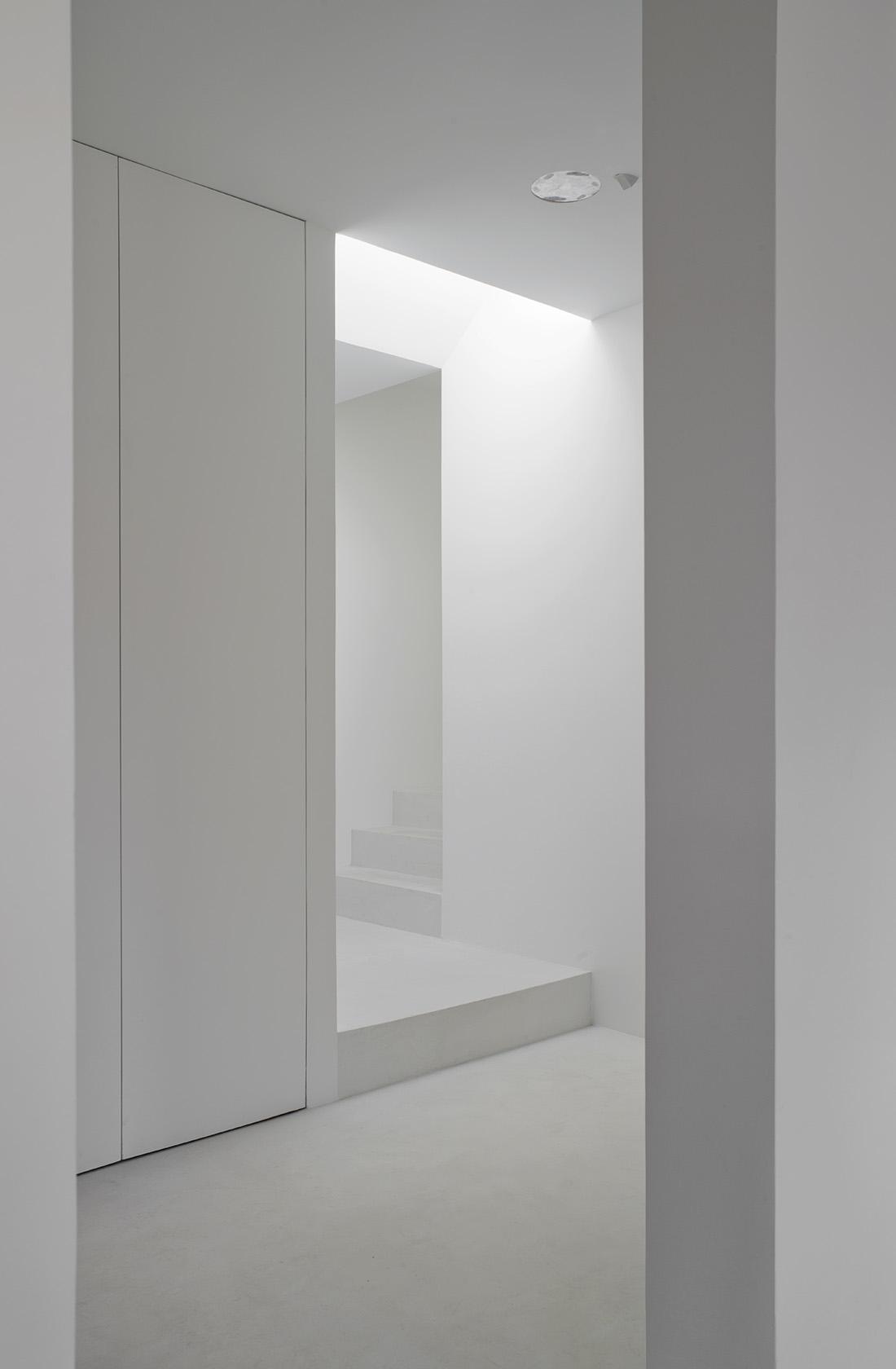 pasillos minimalistas de la reforma integral de alcalá