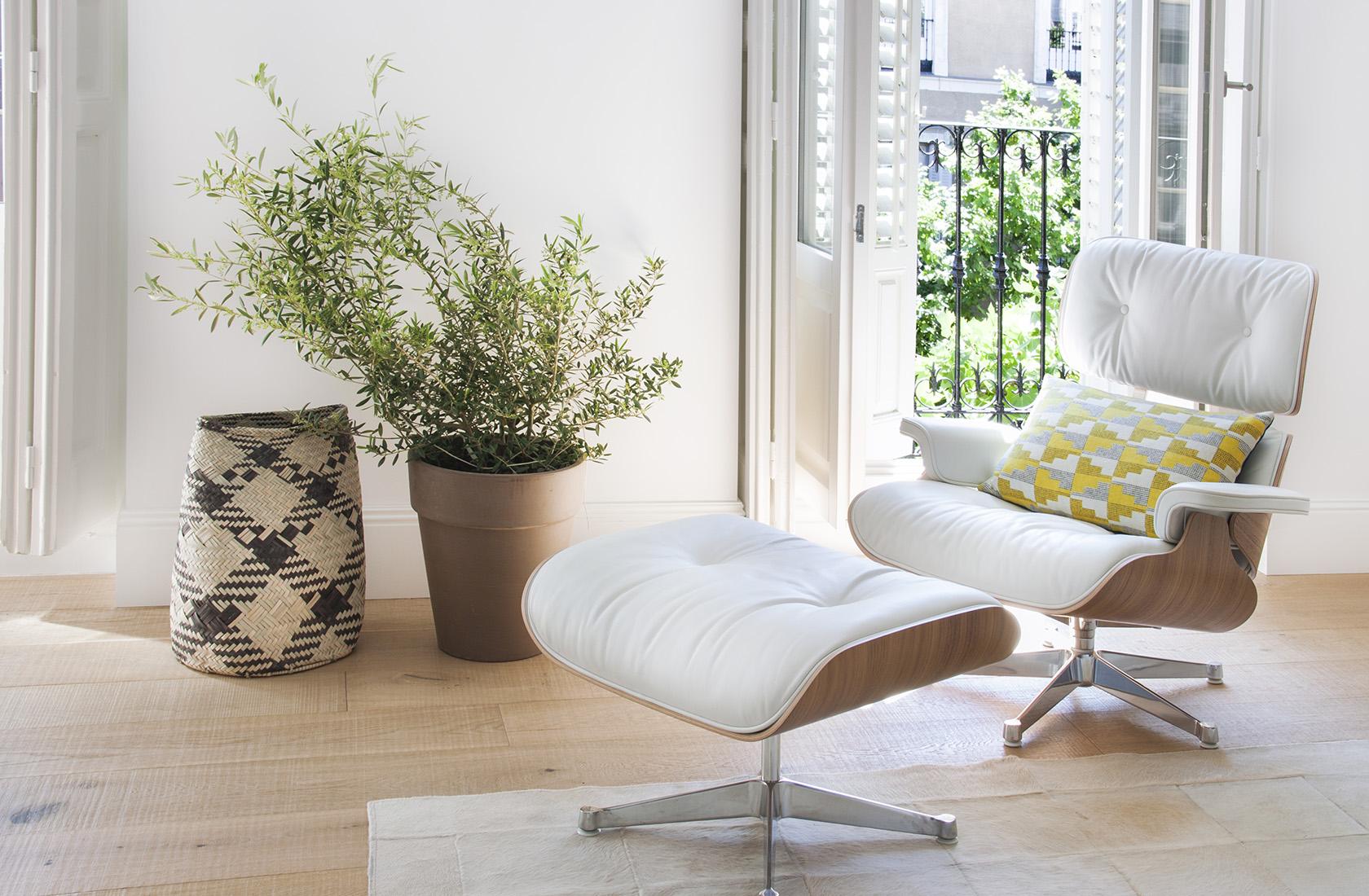reforma-casa-ayala-eames-lounge-chair