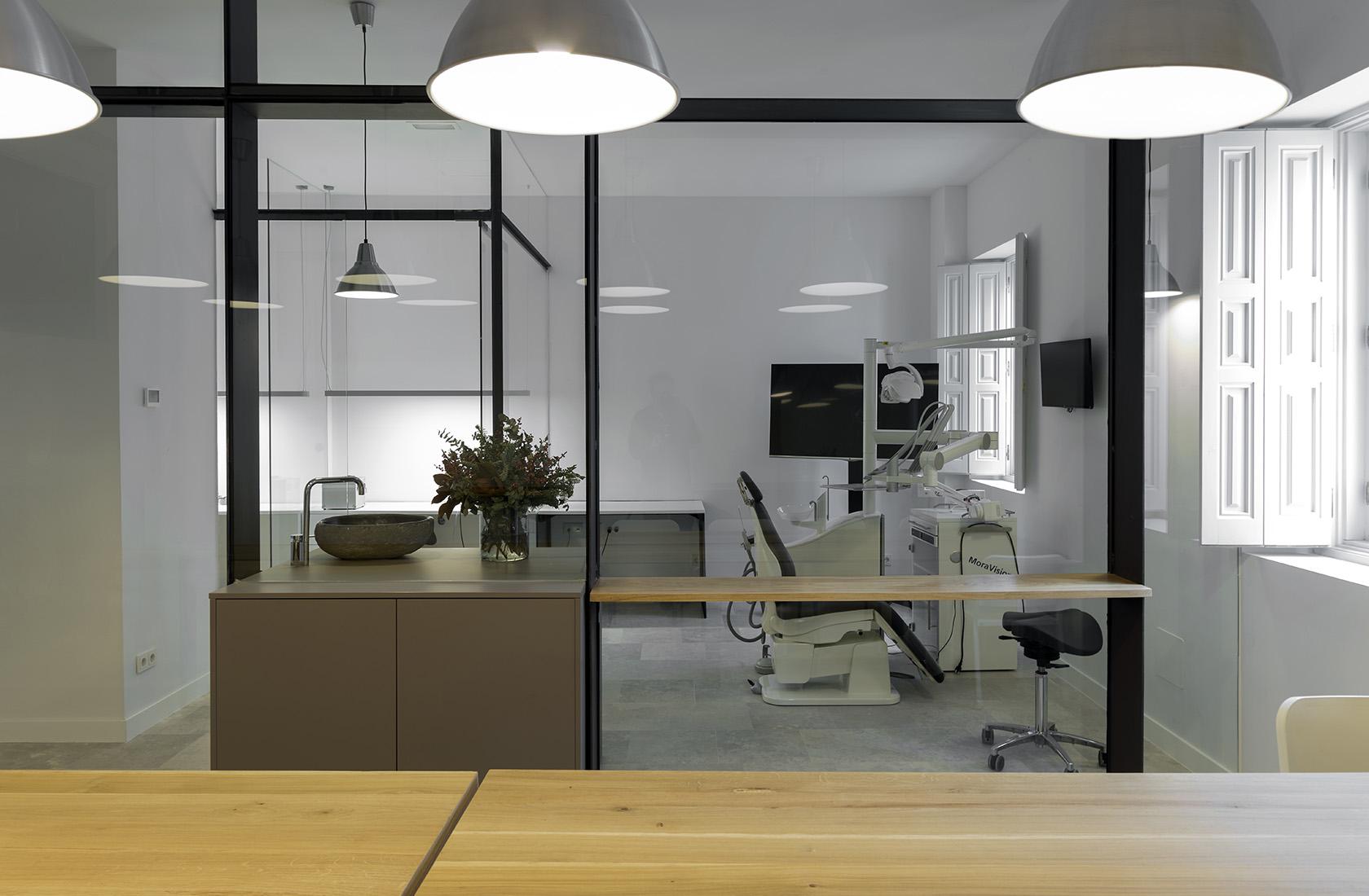 Vista general del gabinete reformado en Atelier Dental González-Solano