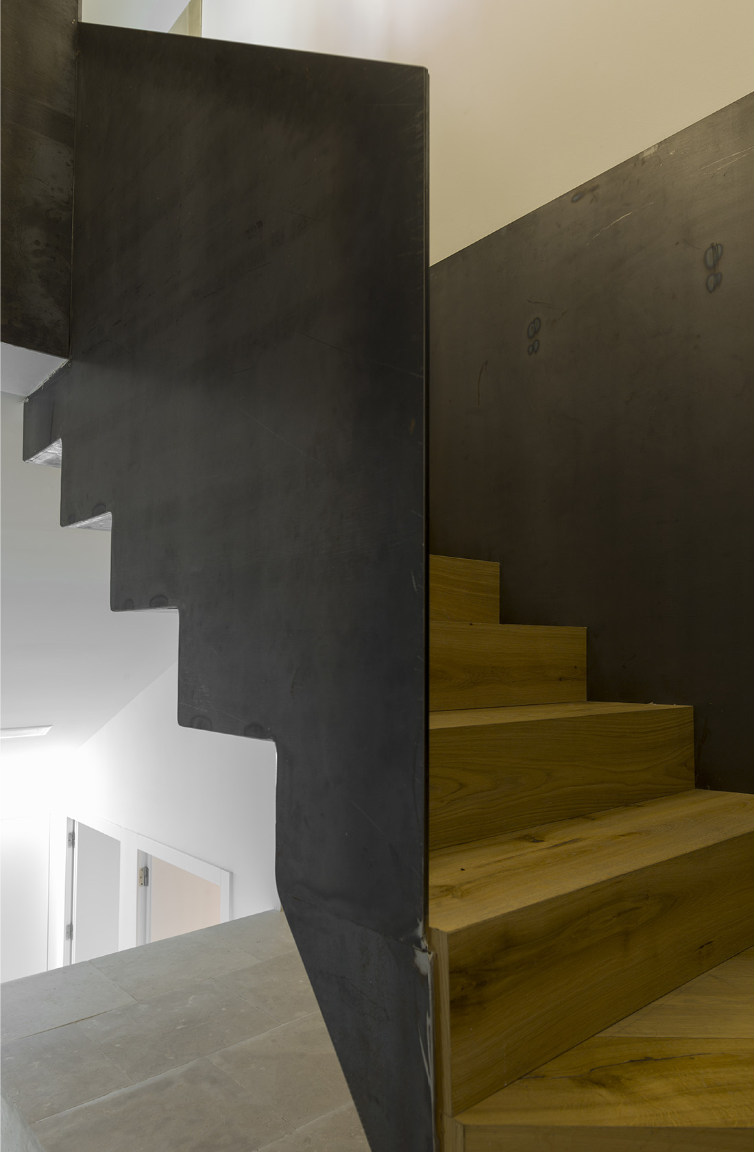 Escaleras en madera y acero del duplex, Clínica Dental