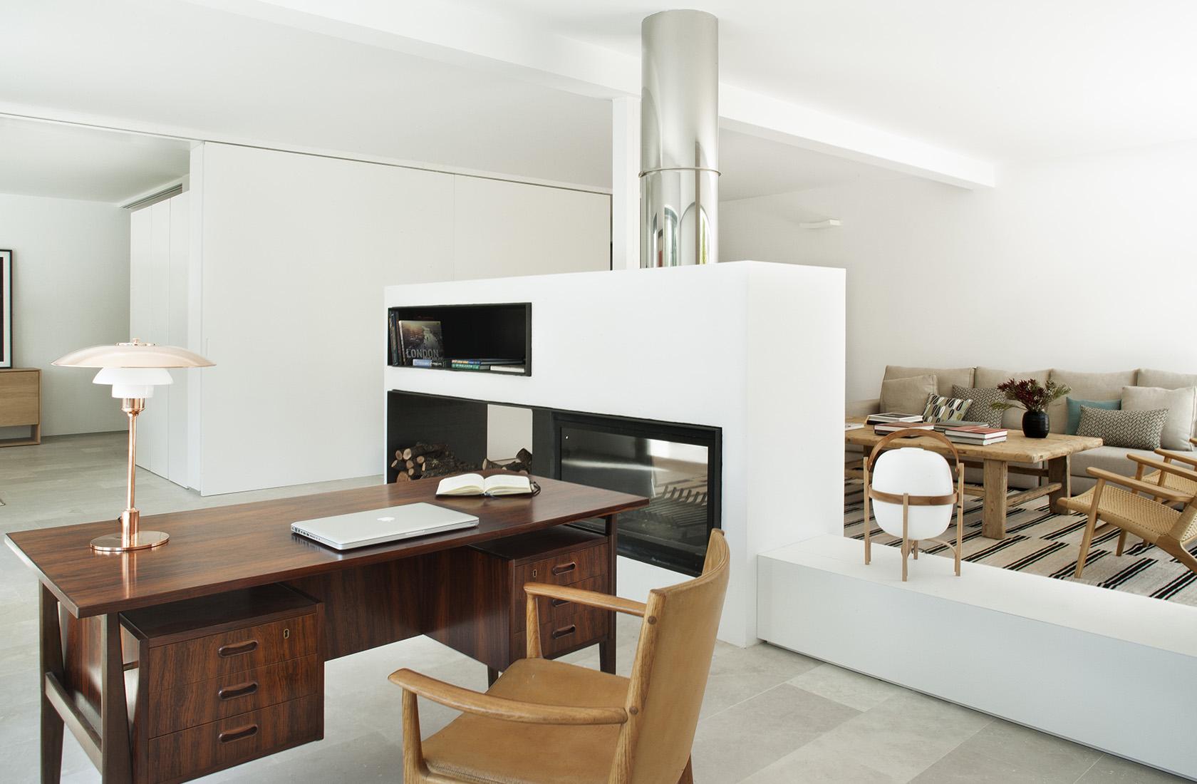 Vista general del salón con dos espacios diferenciados, vivienda en La Moraleja