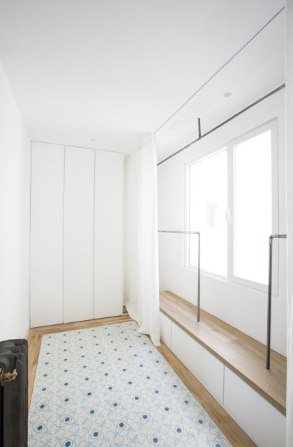 vestidor reformado en piso en el centro de Madrid por el Estudio Ábaton Arquitectura