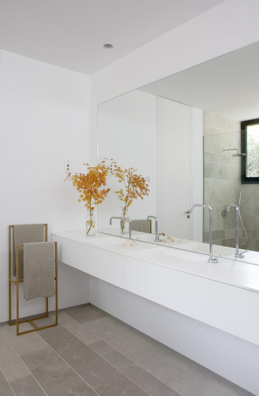 Baño principal de la sede de ÁBATON Arquitectura