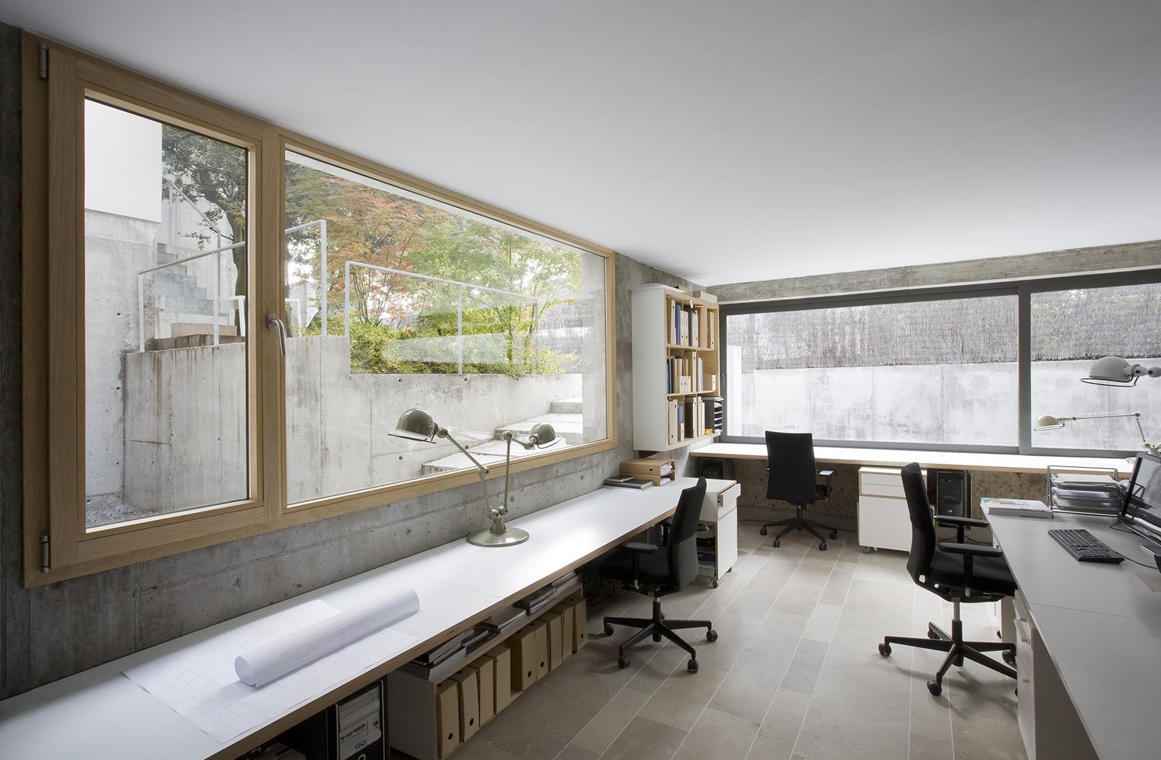Vista general de la zona de oficinas en la sede de ÁBATON Arquitectura