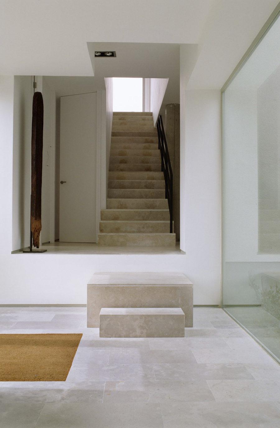 Detalle de las escaleras interiores del Proyecto de ÁBATON Arquitectura Casa del Pico