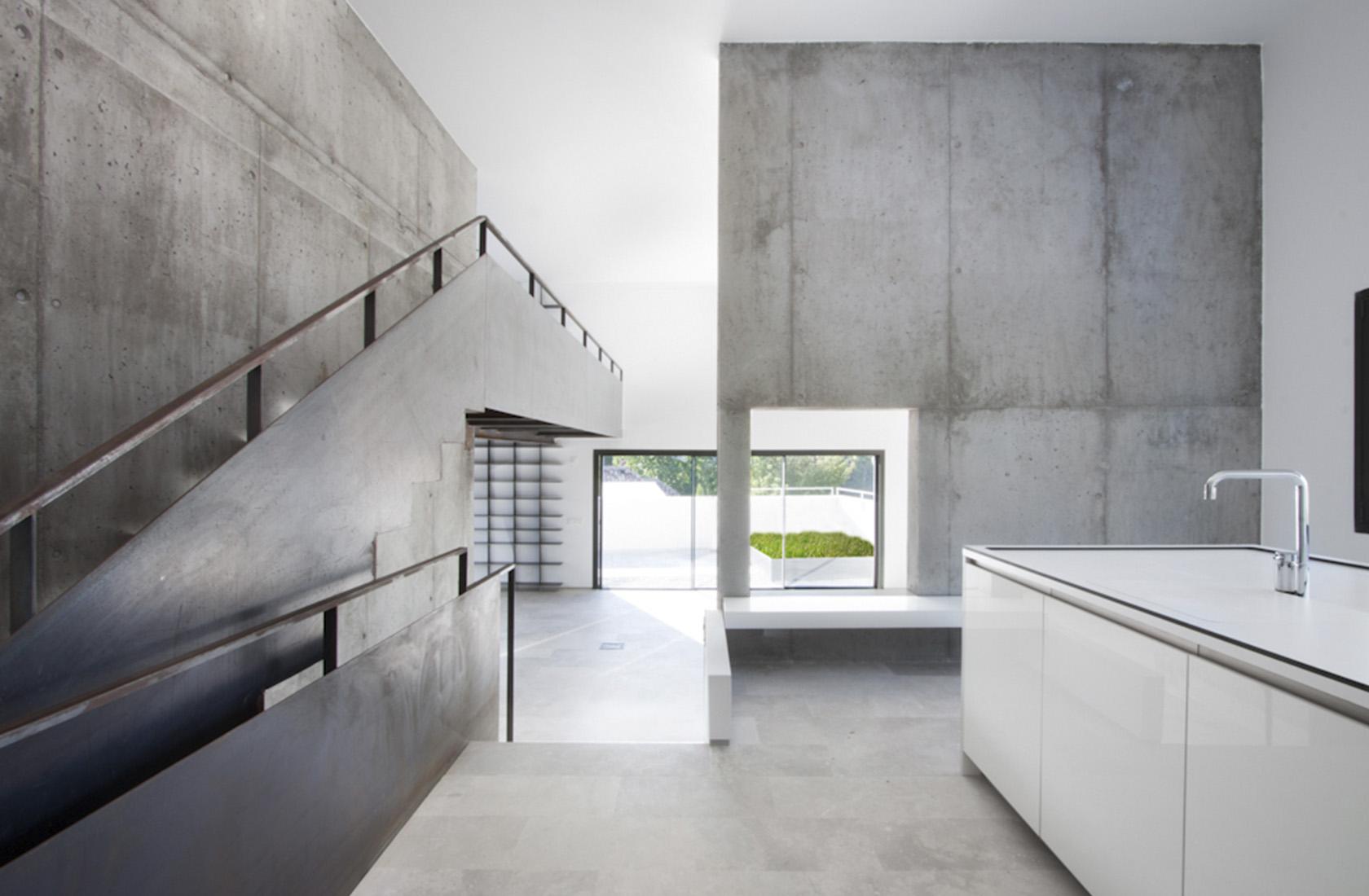 Promocion viviendas aravaca cocina escalera