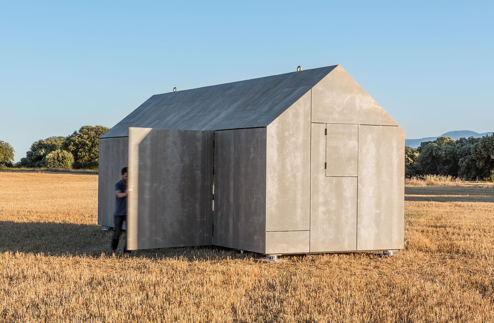 Exterior de la casa transportable construida en madera por ABATON
