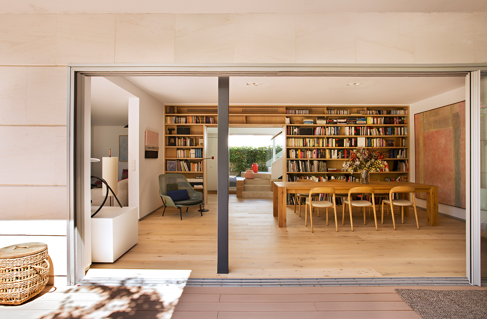 Reforma vivienda adosada moraleja ventanal libreria madera